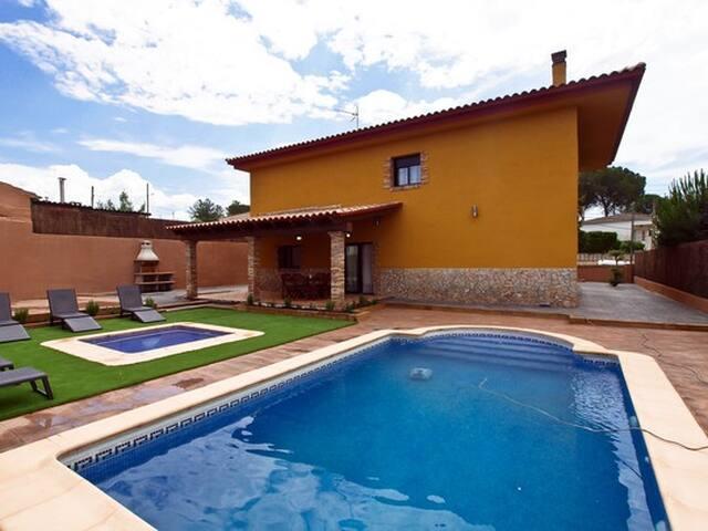 Villa Mont-Roig & SPA Budhaholidays - Sils - Vila
