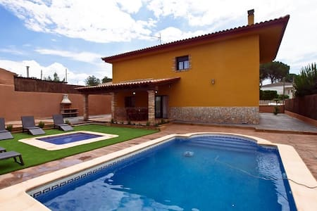 Villa Mont-Roig & SPA Budhaholidays - Vila