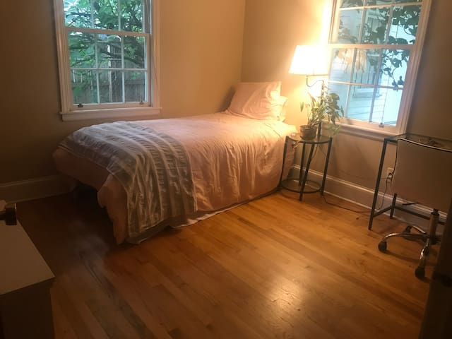 Charming Private Room in NoDa