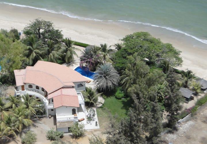 Villa pied ds l'eau 2-26 persPiscine  plage privée