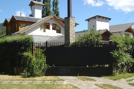 Casa de montaña en el centro - San Martín de los Andes - Dům