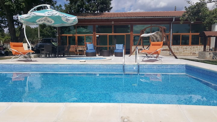 Peaceful hideaway villa with swimming pool air con