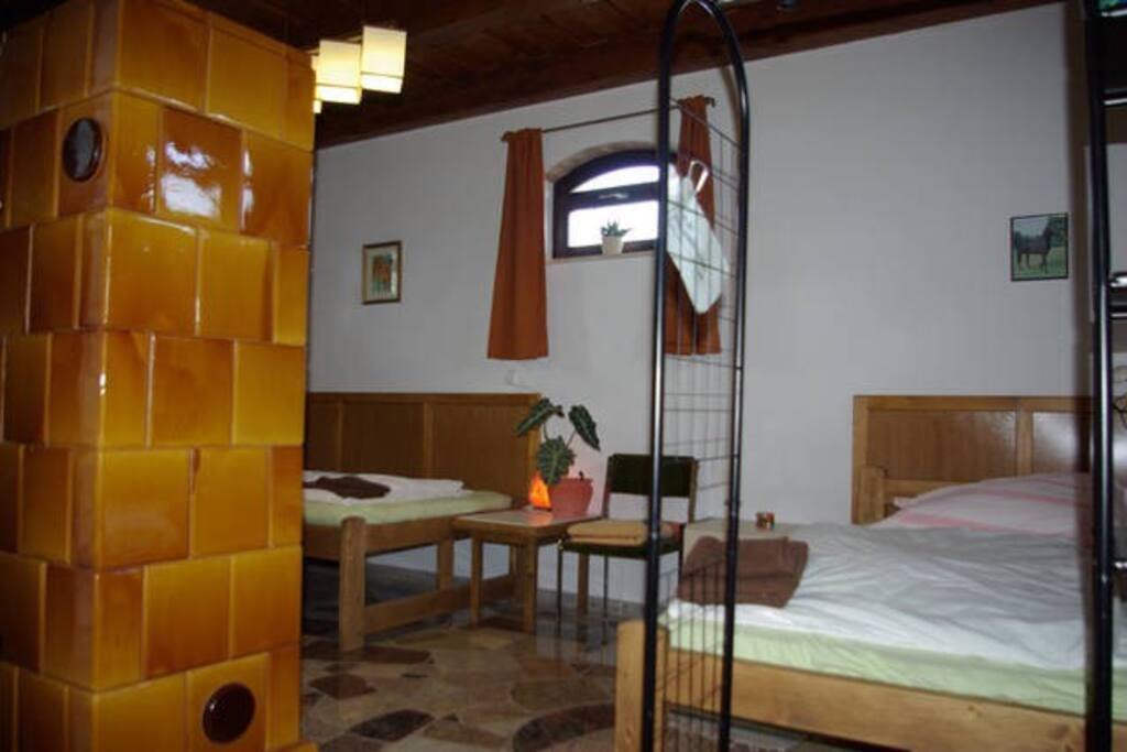 szoba kandallóval