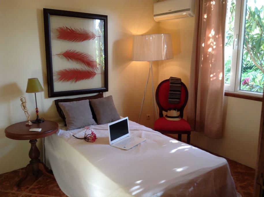 Chambre lit simple avec climatisation