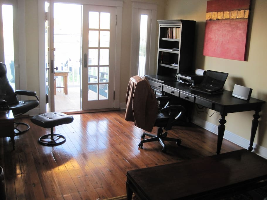 Office with Wifi / Printer / Copier / Massage Chair and Leather Couch