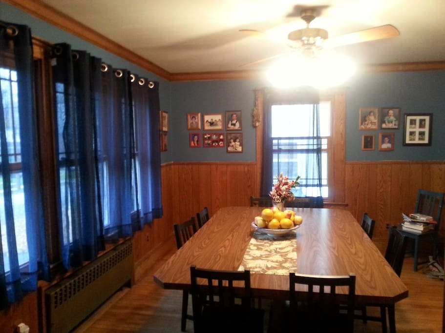 Dining room table can seat 10 or more!