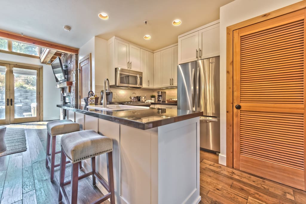 Fully Equipped Kitchen with High-end Finishes, Stainless Steel Appliances, Bar Seating and Laundry Closet
