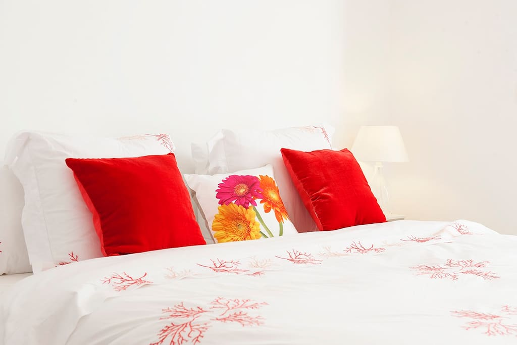 Romantic, Comfortable, Spacious and Bright @ Southside Suite!