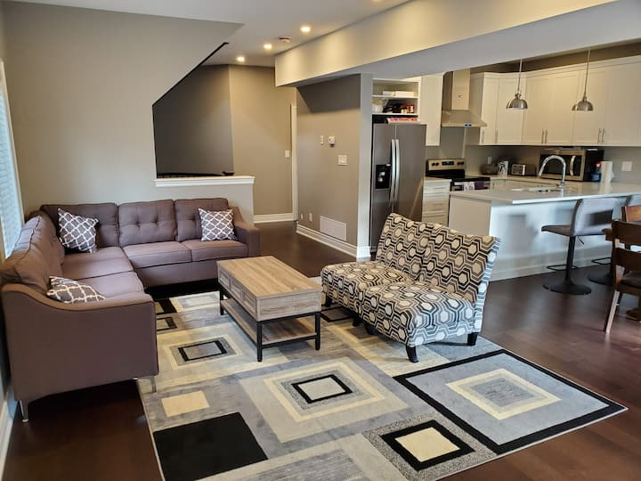 NEWLY BUILT! Luxurious home close to Niagara Falls