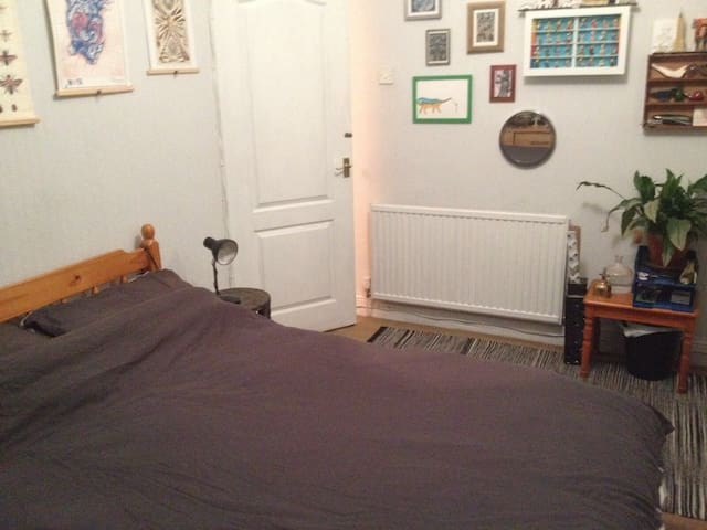 Double room in Cardiff with free parking! - Cardiff