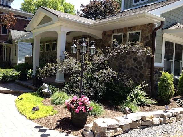 Home away from home, sleeps 6 close to 490/590
