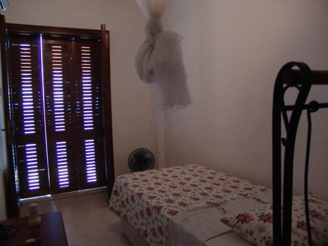 single bed (upstairs)