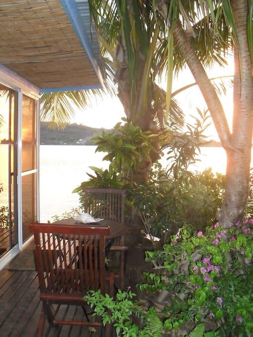 bungalow au bord du lagon