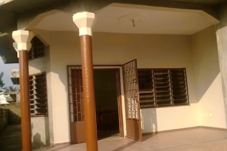 Maison tout confort à Porto Novo - Porto Novo