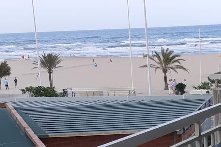Rompeolas. primera linea de playa