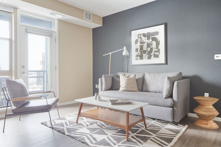 Sonder | District 600 | Charming 1BR + Balcony