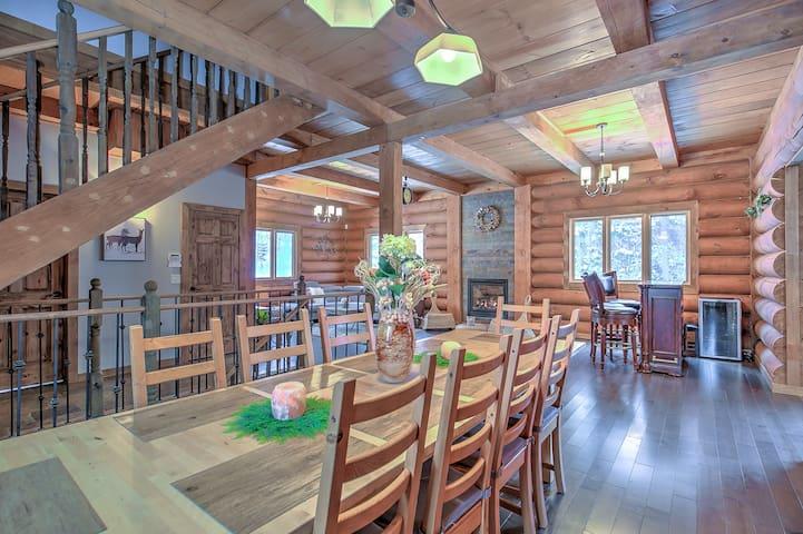 Indigo cabin-chalet en bois rond avec spa; 14 pers