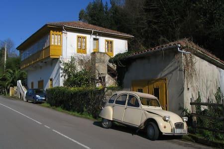 Casa en zona tranquila - Villaviciosa