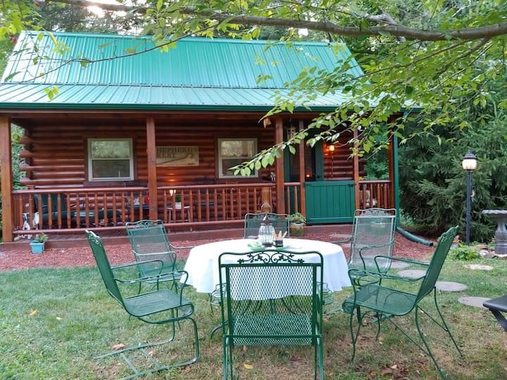 'Shepherd's Rest', a unique Amish-built log cabin