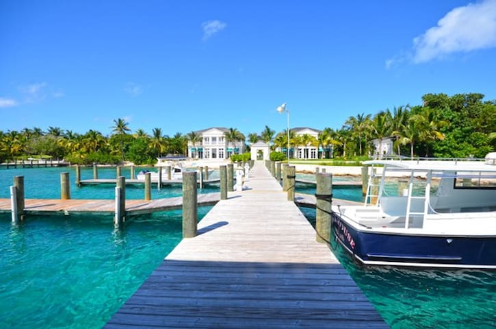 The Paradise Estates, On Beach Time -PRIVATE BOAT