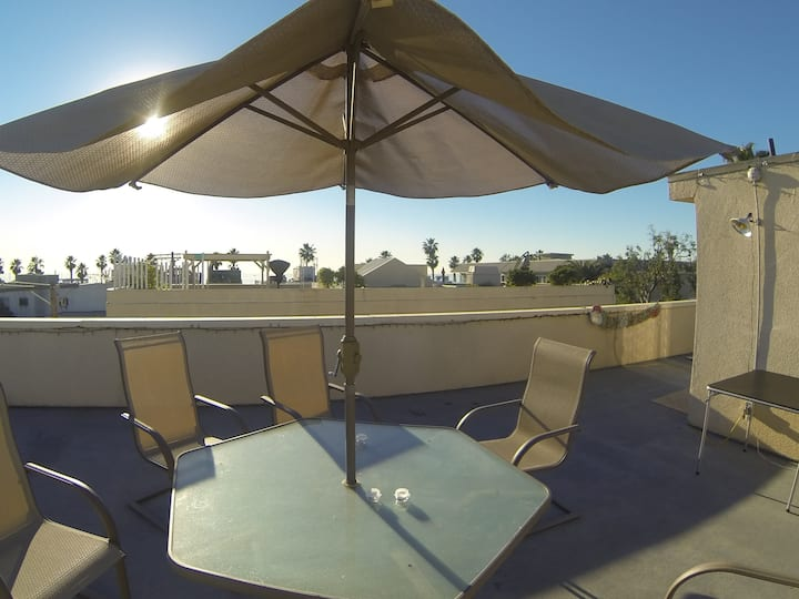 Great Venice Beach Roof Deck Apt with parking + AC