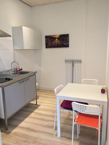 Modern studio with kitchen 5 mins from centre