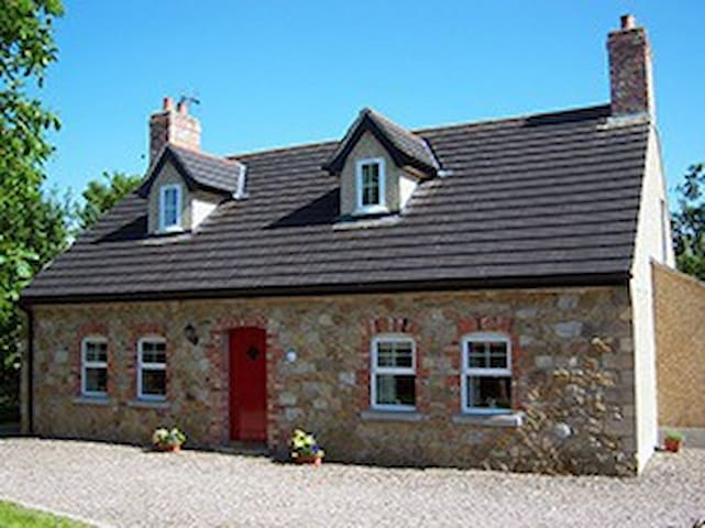 Annagh Cottage 5***** - Bellaghy - House