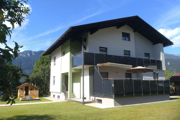 Gorgeous luxurious house with large garden close to the town centre and piste