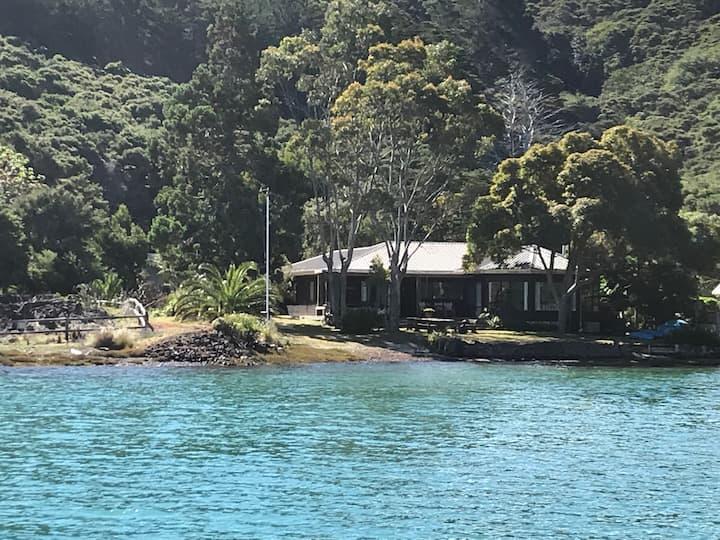 Kawau Is Waterfront Escape