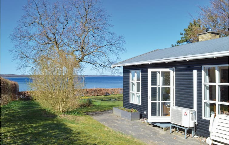 Holiday cottage with 4 bedrooms on 68m² in Ølsted