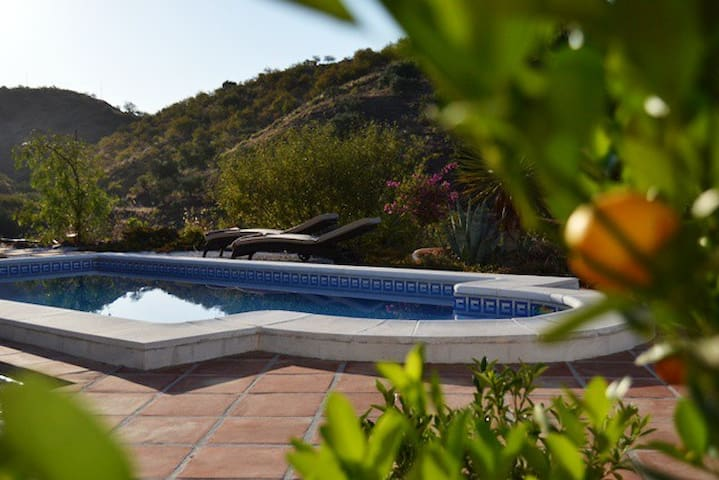 Finca Duende-holiday home with pool - Sedella - Huis