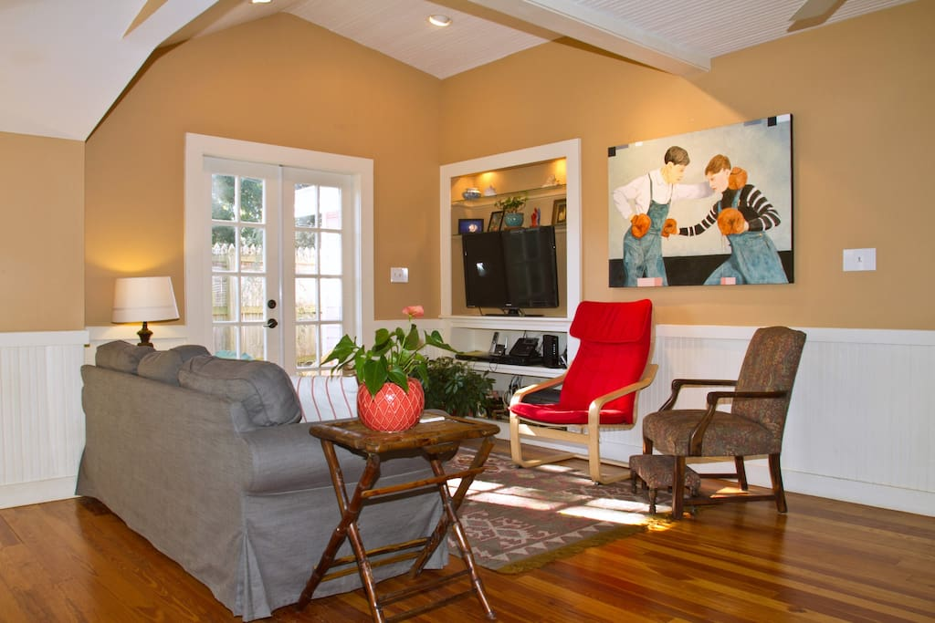 Cheerful sitting room with large wall hung LCD television and seating for 5.
