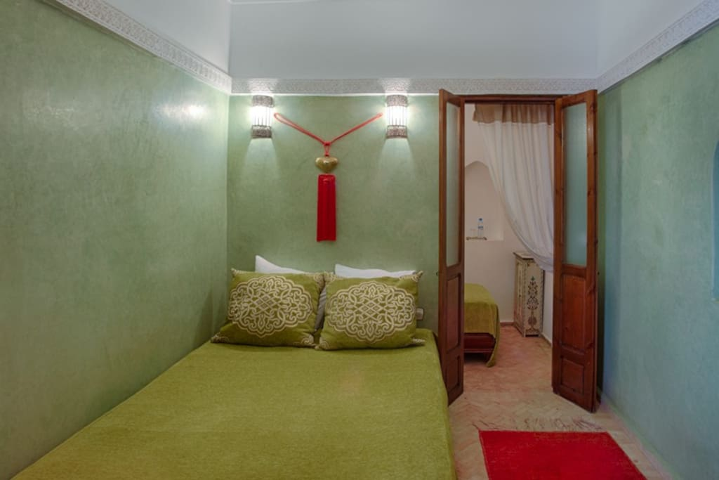 Riad alena chambre anis 2 pers bed and breakfasts for for Chambre communiquante