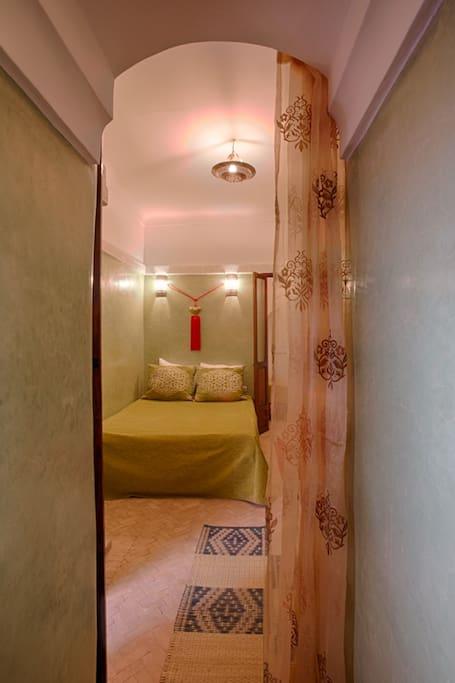 Chambre restaurée dans la tradition marocaine