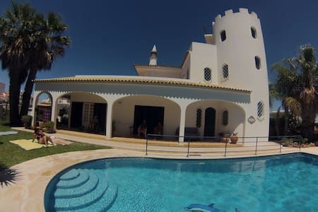 Villa with sea view,garden and pool - Albufeira