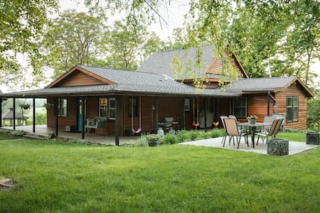 Centrally Located Serene Wooded Retreat