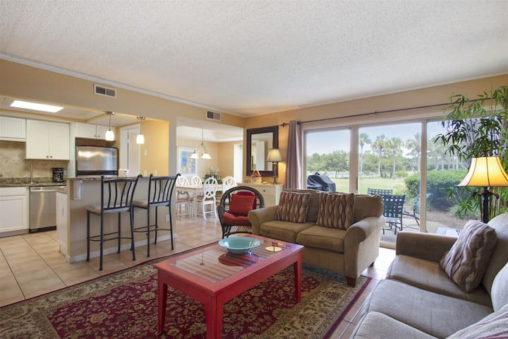 Bluff Villas 1726: Elegant 2 bedroom / 2 bath in Bluff Villas located in South Beach Sea Pines on Hilton Head Island