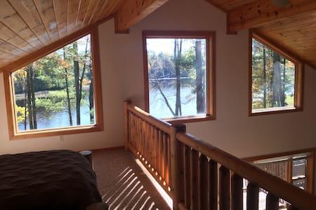 Lakefront cottage on beautiful  Ucil Lake