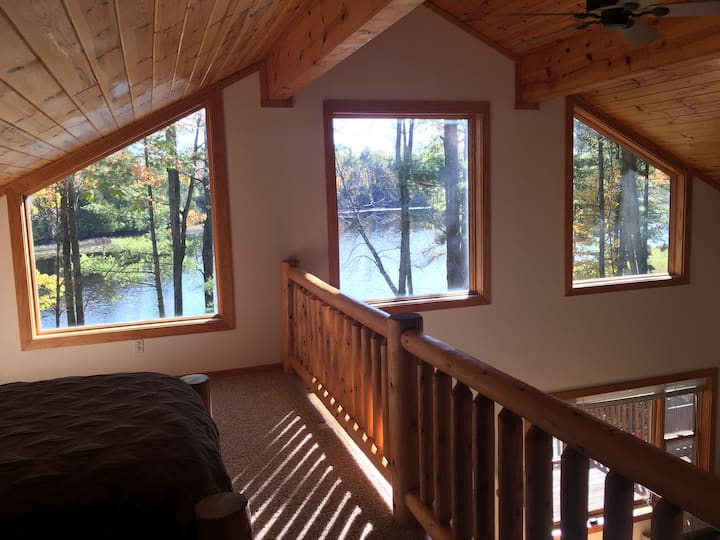 Lakefront cottage on beautiful  Ucil Lake
