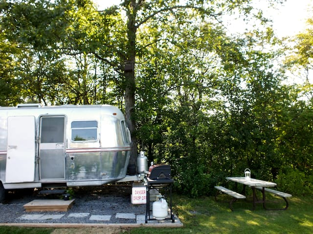 Silver Glamper: Renovated 1974 RV In The County
