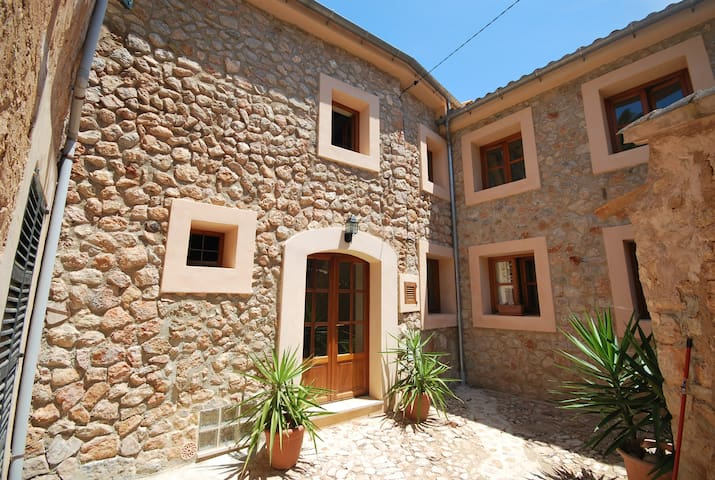 Townhouse with Roof Terrace and wifi in Fornalutx - Fornalutx - House