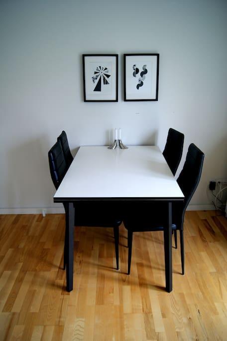 Spisebord  (Dining table)