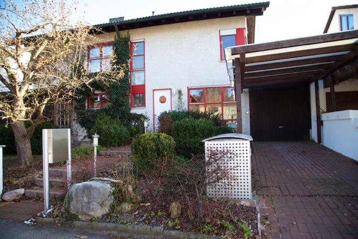 Freundlich,helles Haus am Starnberger See,6 Zimmer - Pöcking