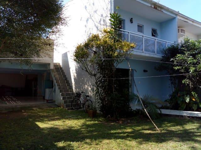 Casa em Caiobá (Matinhos) a 150 metros da praia