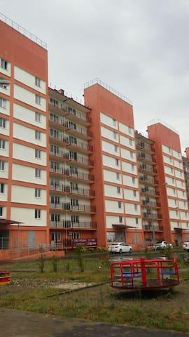 Сдаю 2-комнатную квартиру 56 кв.м в г. Адлере - Sochi - Leilighet