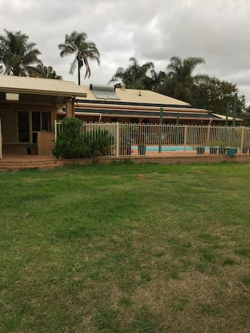 Very large home near Airport and local amenities