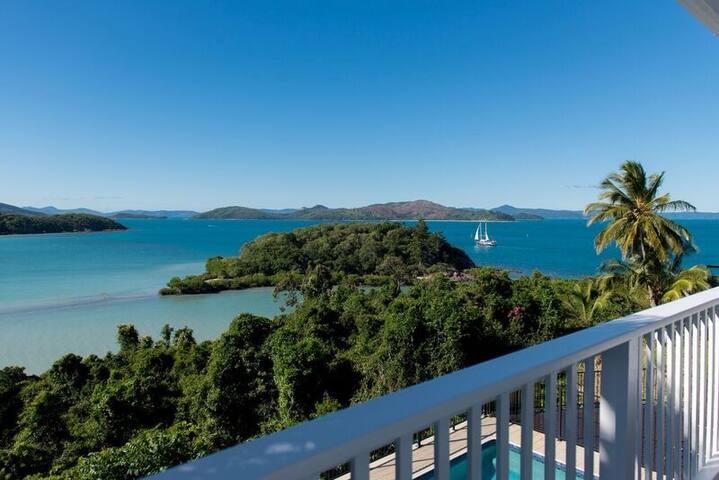 Villa Whitsunday - Waterfront Retreat - Shute Harbour