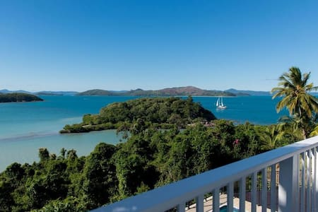 Villa Whitsunday - Waterfront Retreat - Shute Harbour