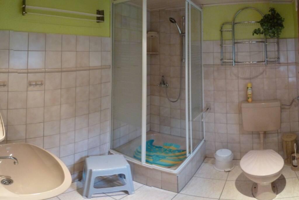 Bad mit WC, Dusche