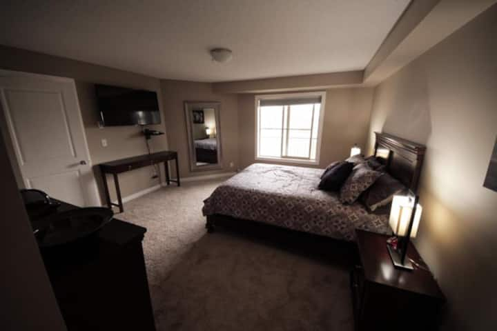 Welcome to the ICON *Large Condo DOWNTOWN Cochrane